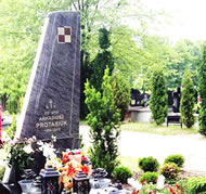 The grave of Pilot-in-Command, Arkadiusz Protasiuk, opened.