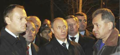 Vladimir Putin, and Polish Prime Minister Donald Tusk at the site of the crash. Behind Putin is Rashid Nurgaliyev.